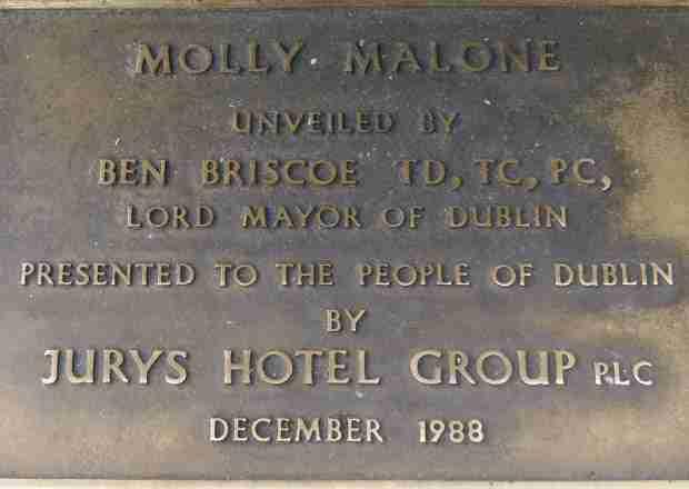 La canzone di Molly Malone tradotta in italiano: l'inno di Dublino