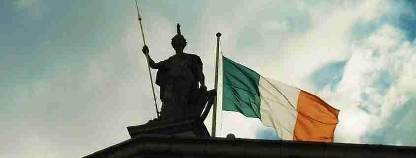 La bandiera irlandese, tricolore Irlanda