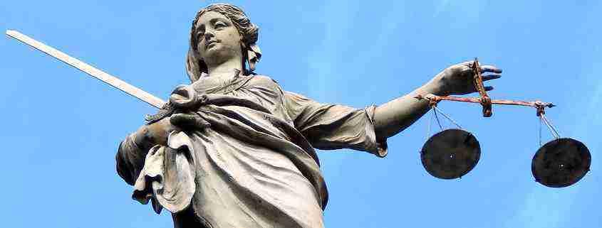 Statua della Giustizia a Dublino