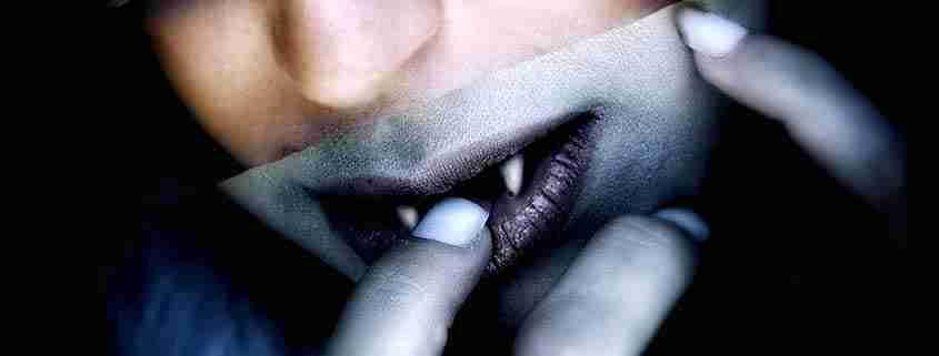 Dettagli denti Vampira