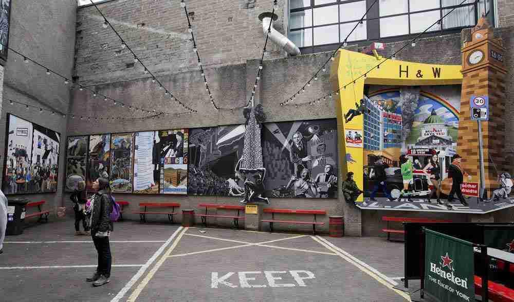 Wall Murals Commercial Court