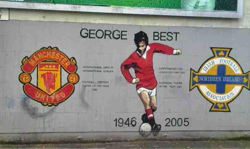 Il murales del calciatore a Belfast
