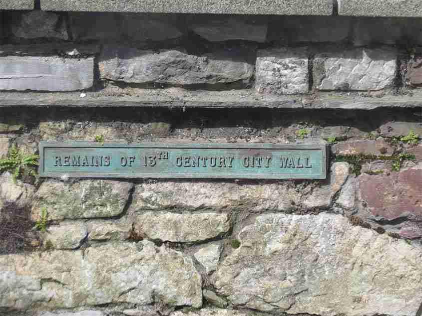 Century City Wall, La storia di Cork e le due cattedrali